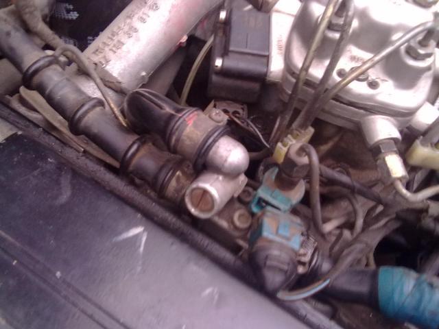 Двигатель работает с хлопками на газу