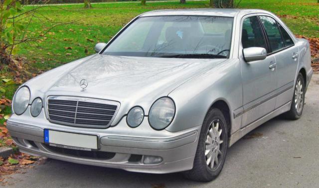 Mercedes_E_270_CDI_Elegance_(W210_Facelift,_1999–2002)_front_MJ.JPG